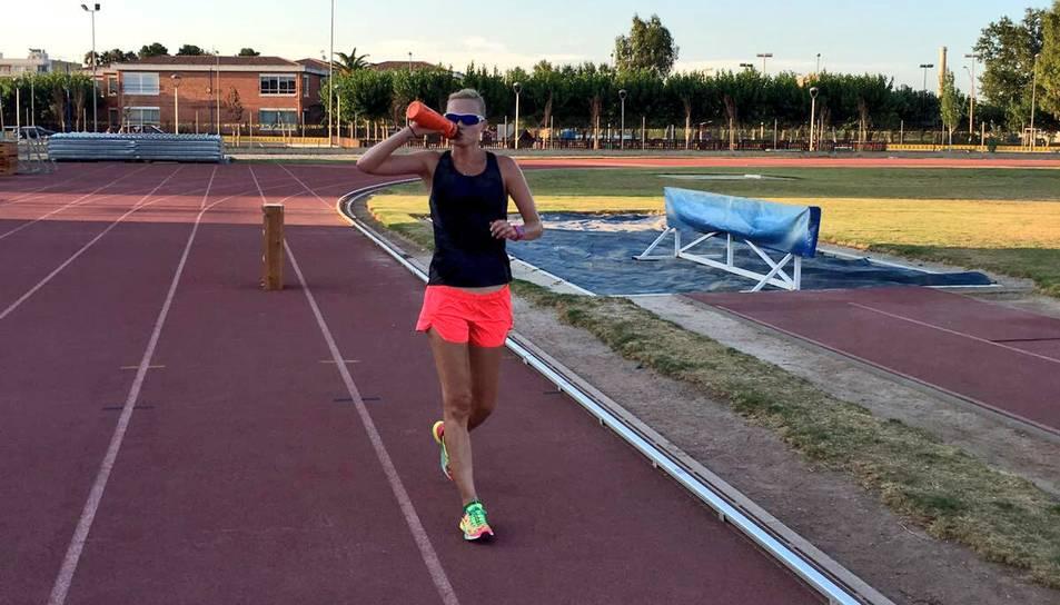 Imatge de la l'atleta en un dels entrenaments a les Terres de l'Ebre