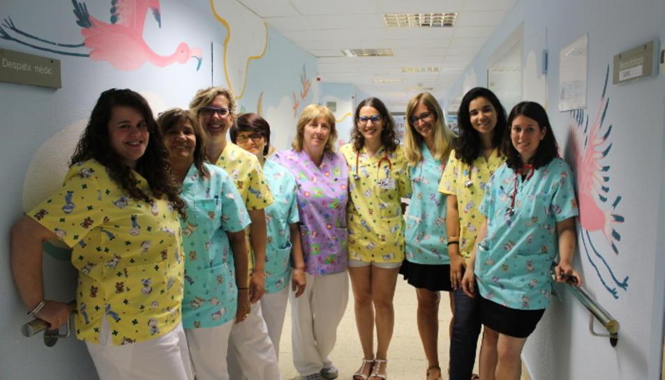 Els pediatres de Tortosa posen color a la seves bates