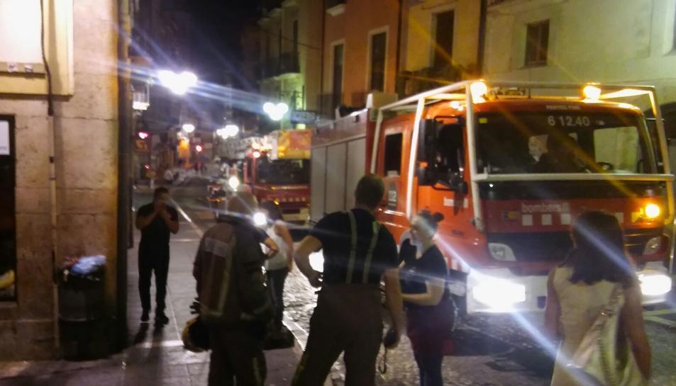 Falsa alarma d'incendi per una barbacoa a la Baixada Peixateries