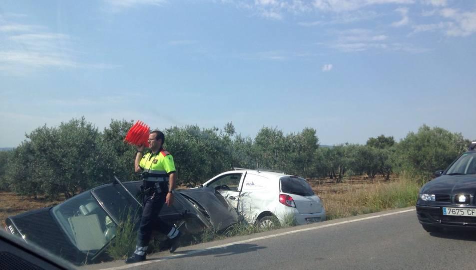 Dos vehicles surten de la via a la carretera entre Reus i Cambrils