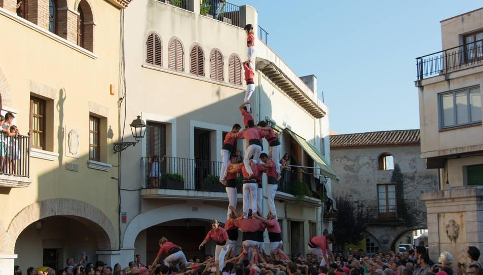 4de8 amb el pilar de la Colla Vella de Valls a la diada de festa major de Vilallonga del Camp.