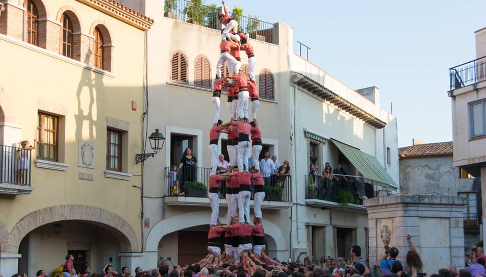 5de8 de la Colla Vella de Valls a la diada de festa major de Vilallonga del Camp.
