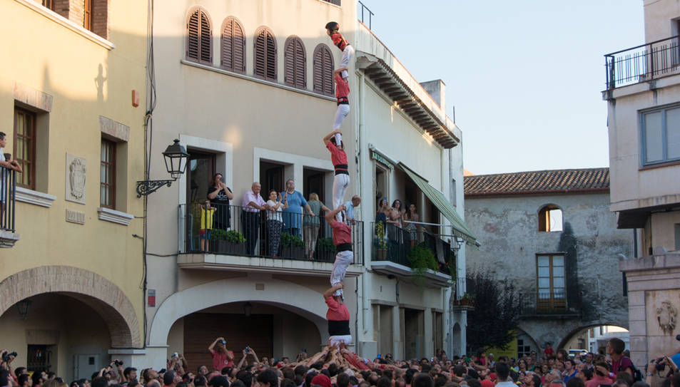 Pilar de 6 de la Colla Vella de Valls a la diada de festa major de Vilallonga del Camp.