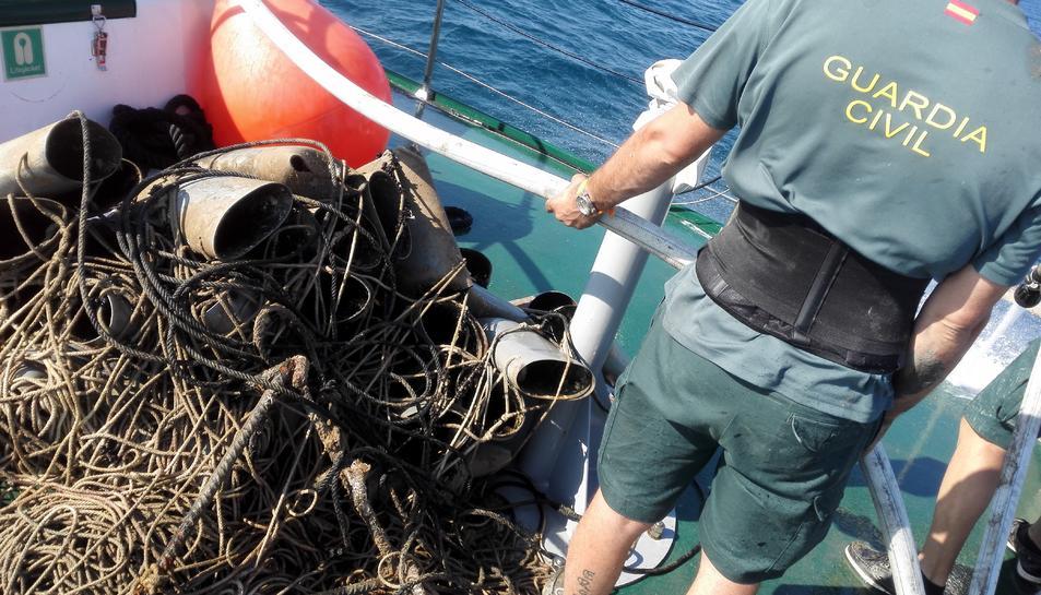 La Guàrdia civil intervé 160 cadups il·legals per pescar pops al delta de l'Ebre
