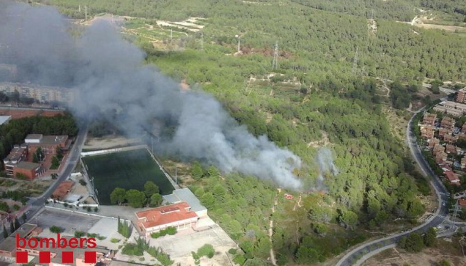 Un incendi a Sant Salvador crema prop d'una hectàrea de zona boscosa