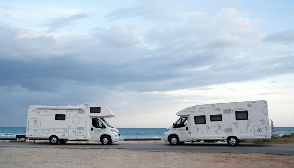 Arribar a l'aeroport i trobar la caravana