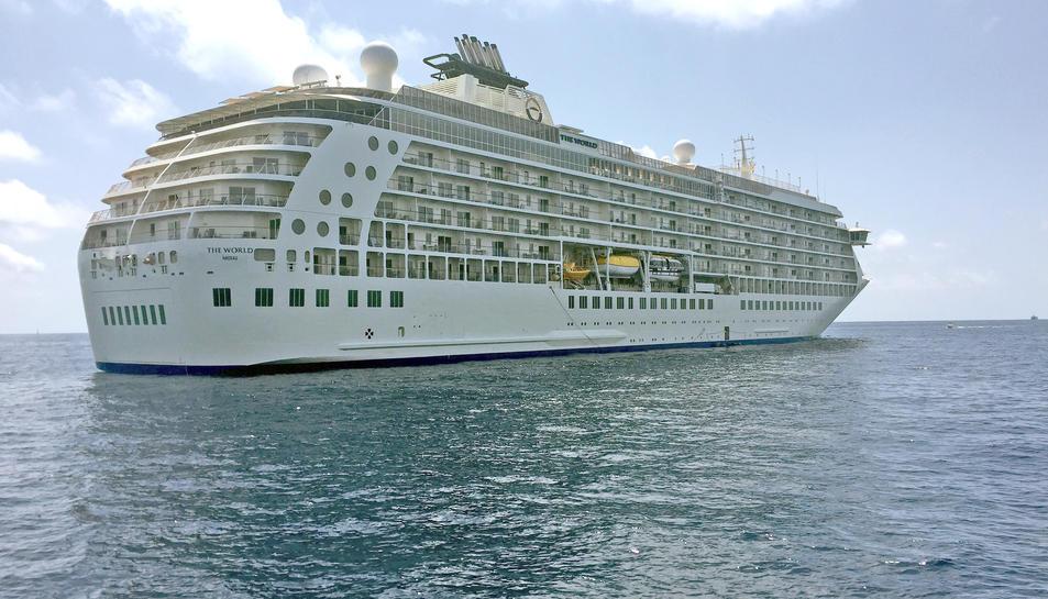 El vaixell acull a prop de 160 famílies que s'hi estan de manera permanent.