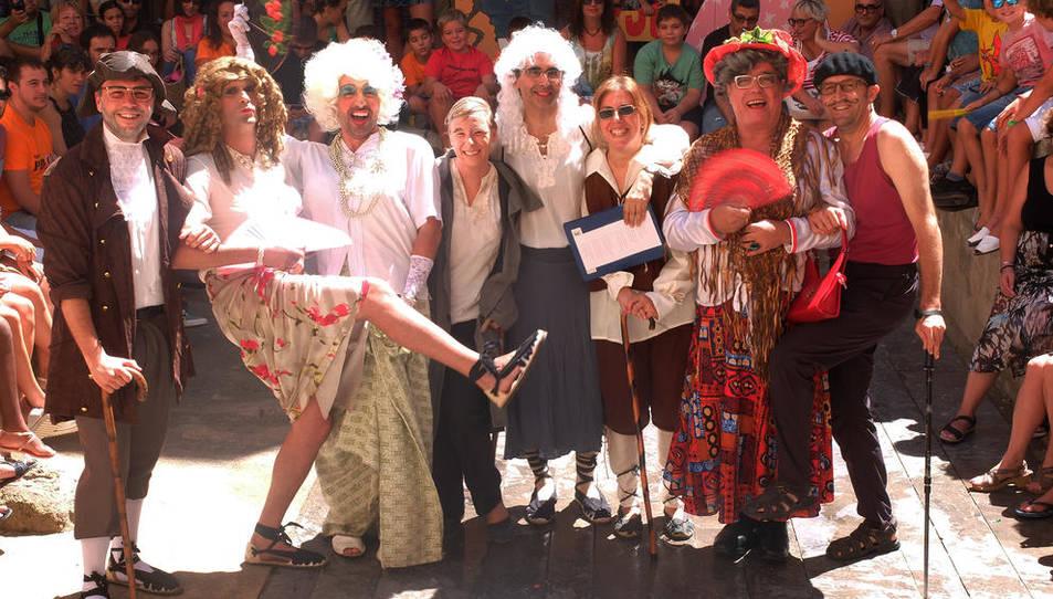 Dames i Vells organitzen el tradicional vermut popular amb versots recitats pel públic