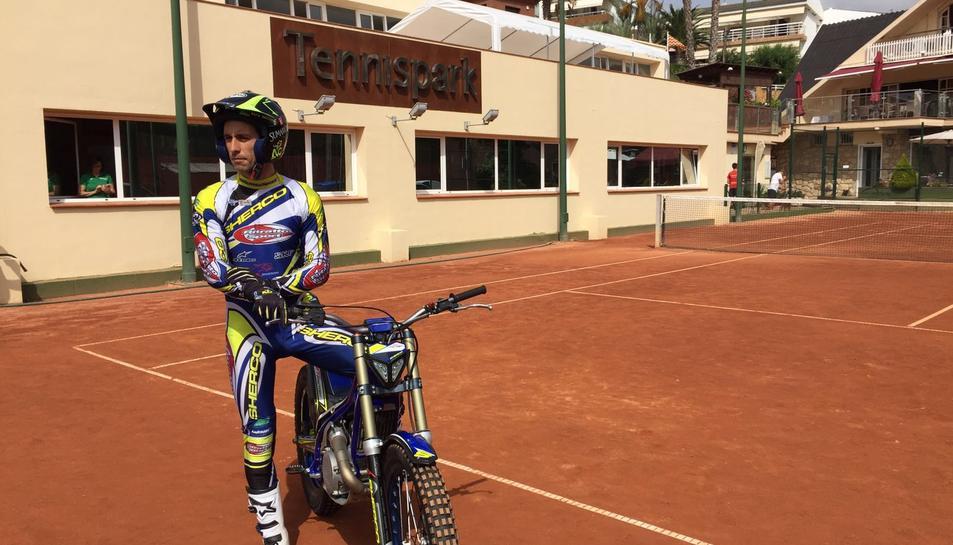El campió del món de trial, Albert Cabestany, a l'stage del TennisPark