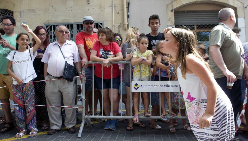 Concurso de lanzamiento de huesos de aceituna 2016