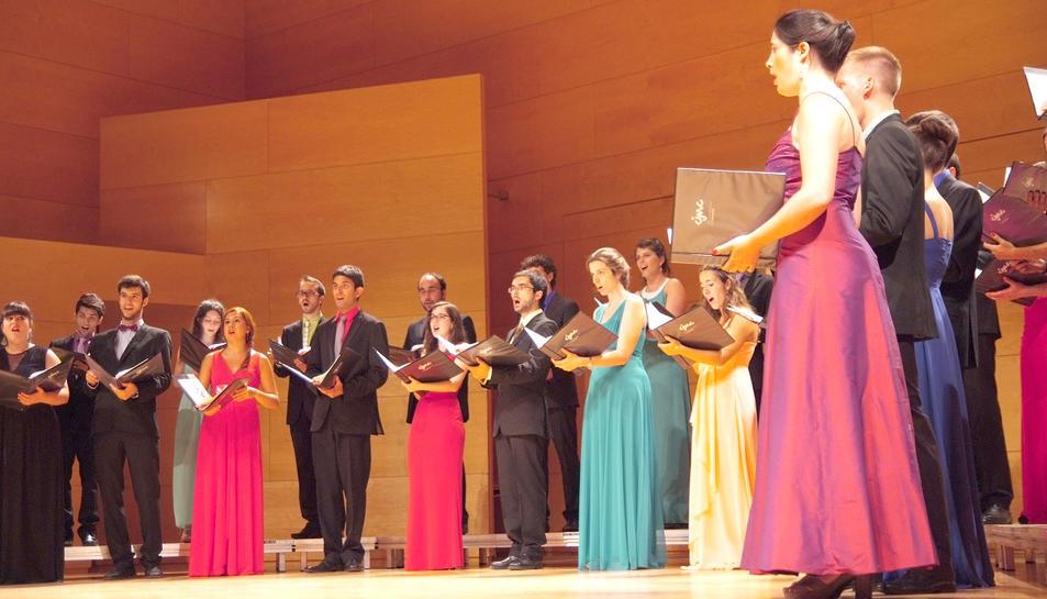 Imatge de l'actuació del cor a l'auditori de Vila-seca.