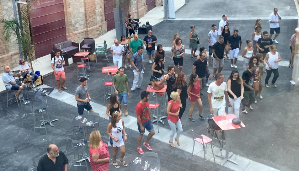La TAP ofereix classes gratuïtes de bachata i salsa durant l'agost