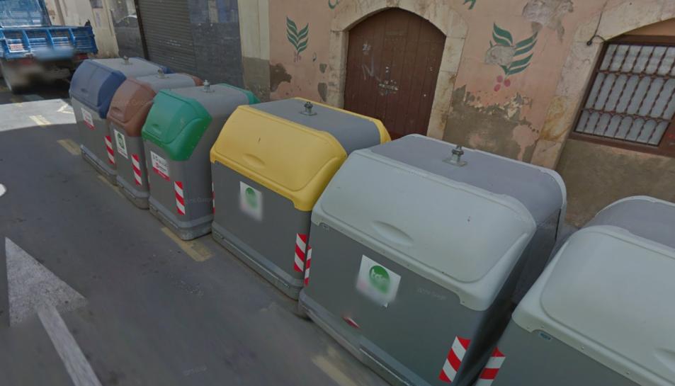 Cremen quatre contenidors al carrer Fortuny