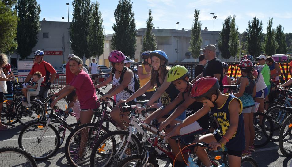 La Móra-Tamarit pedala en la 24a bicicletada popular