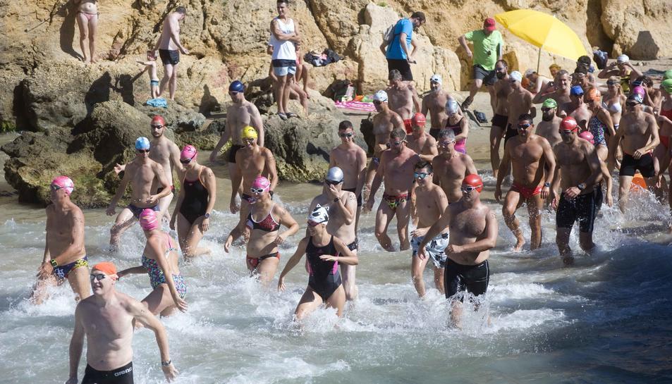 Caos circulatori al Camí del Castell de Tamarit en arribar la temporada alta