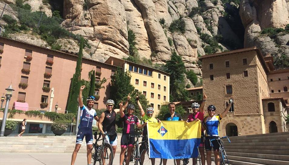 Set ciclistes amateur fan la ruta Vila-seca-Montserrat