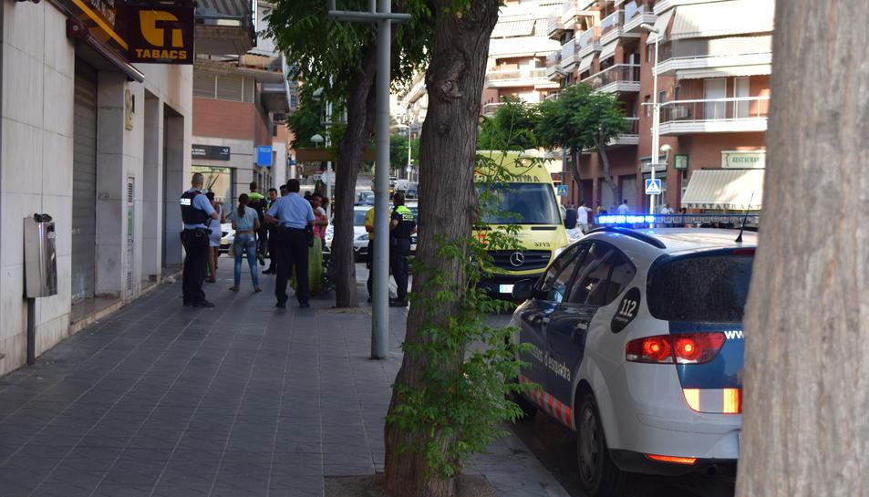 Baralla a mig carrer entre familiars d'origen romanès