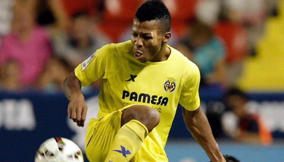 Uche, durant la disputa d'un partit amb la samarreta del Vila-real, equip amb el qual va triomfar.