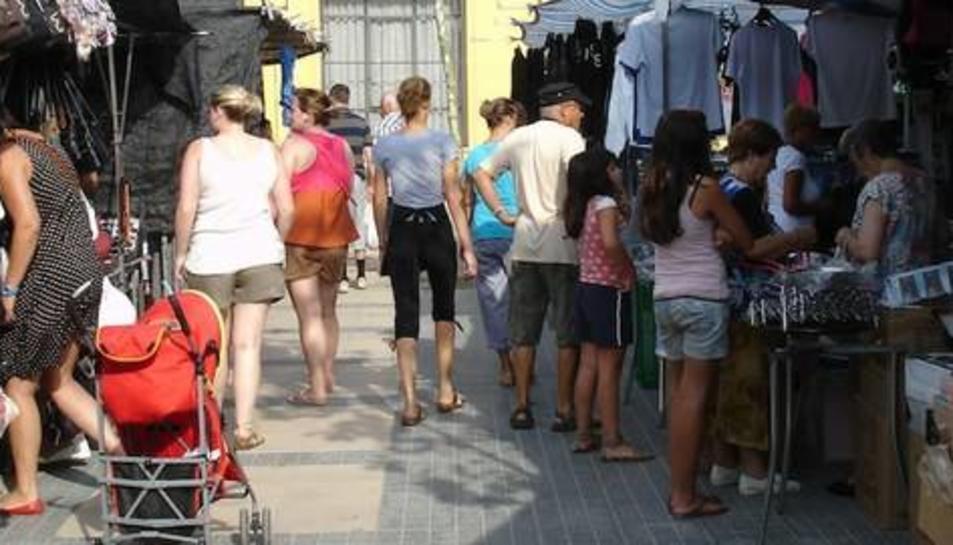 Intervingudes més 300 peces de roba falsificada a Cambrils