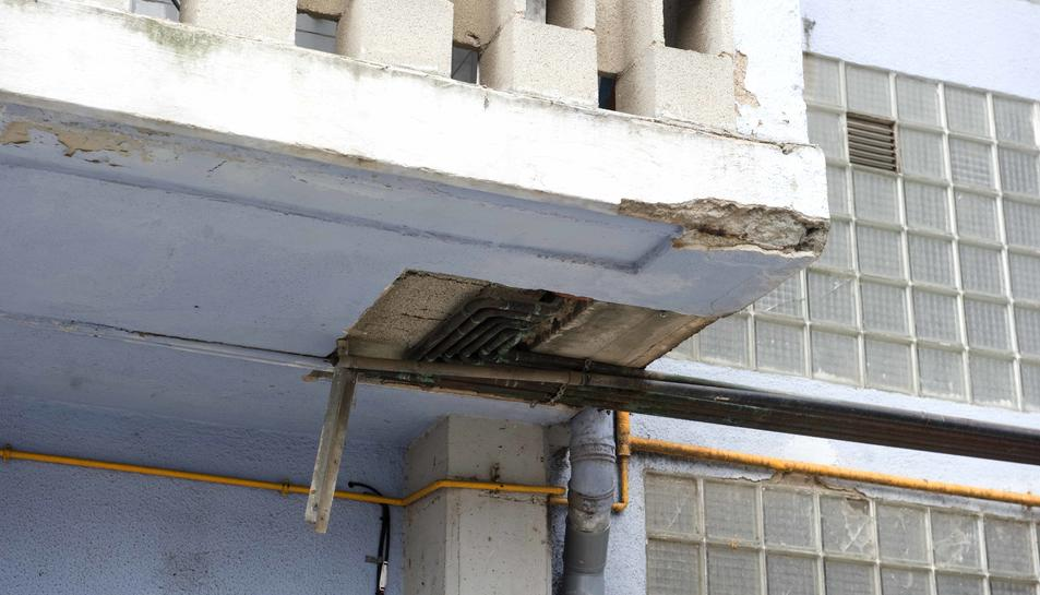 Queixes per la mala gestió d'un bloc de pisos de l'Agència de l'Habitatge