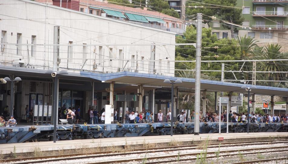 Onze dies després d'iniciar les obres de l'estació, encara no són visibles