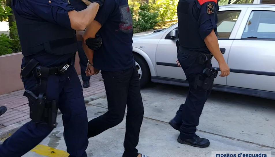 Detingut un distribuïdor de cocaïna i metamfetamines a les zones d'oci de Salou
