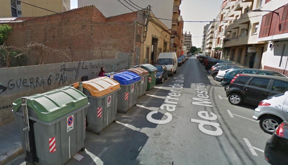 Crema un contenidor al carrer Closa de Mestres