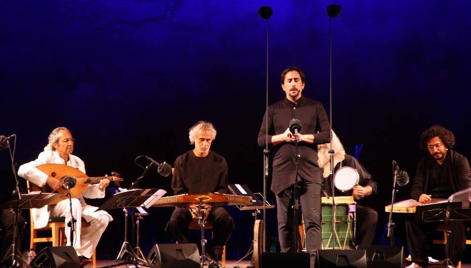 Pla obert d'un cantant durant el concert 'Orient-Occident' del IV Festival de Música Antiga de Poblet del 12 d'agost del 2016