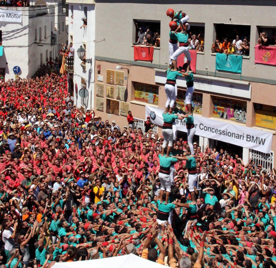 3de8xs dels Castellers de Vilafranca a La Bisbal del Penedès, el primer de la seva història.