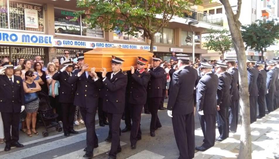 Salou diu l'últim adéu al policia mort en un accident de moto