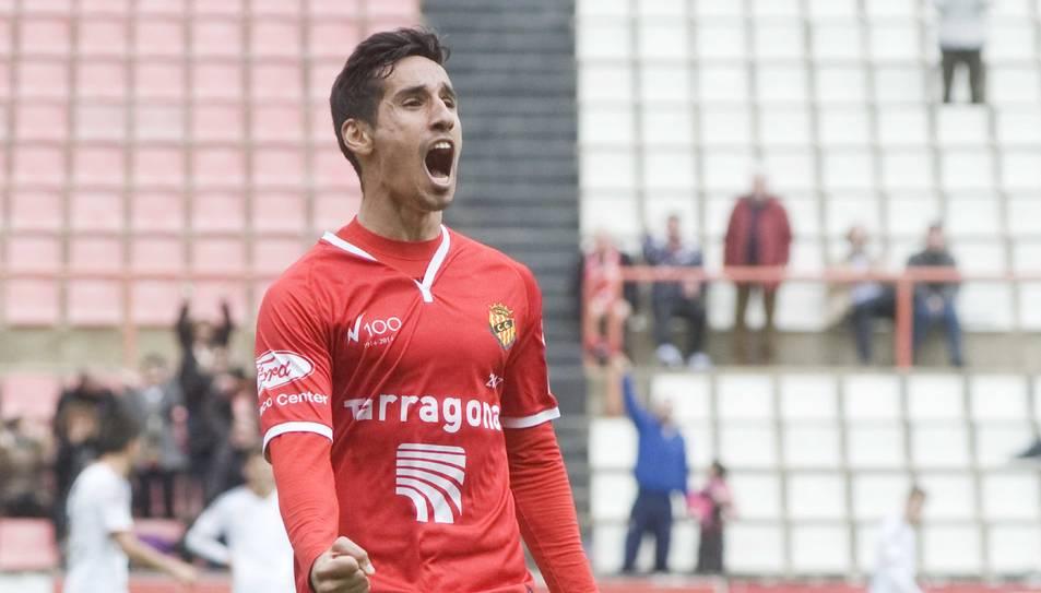 Rayco, celebrant un gol amb el Nàstic.