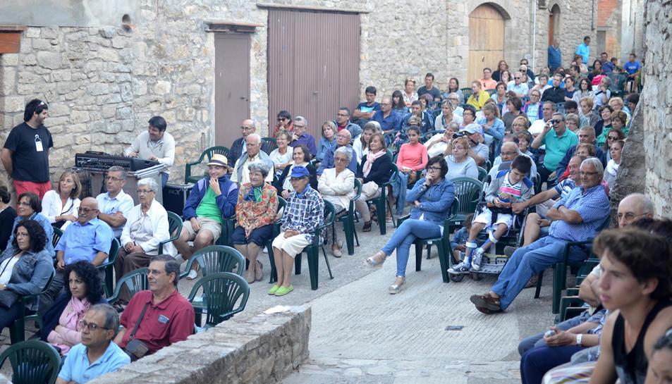 Imatge del públic a la plaça de Sant Joan de Belltall.