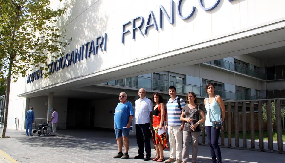 Pla lateral de diversos representants sindicals i del comitè d'empresa davant de l'Hospital Sociosanitari Francolí de Tarragona el 17 d'agost del 2016