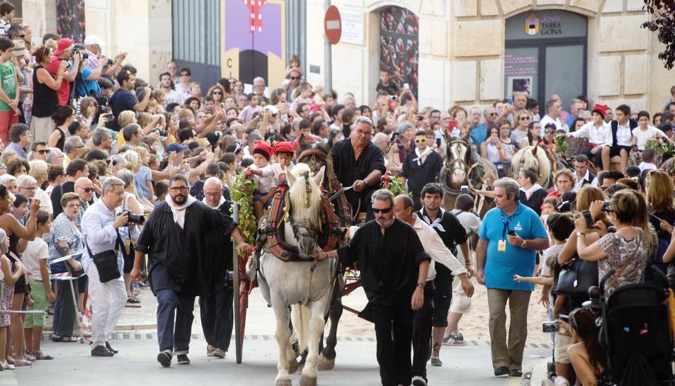 L'aigua beneïda de Sant Magí fa la seva entrada triomfal a Tarragona