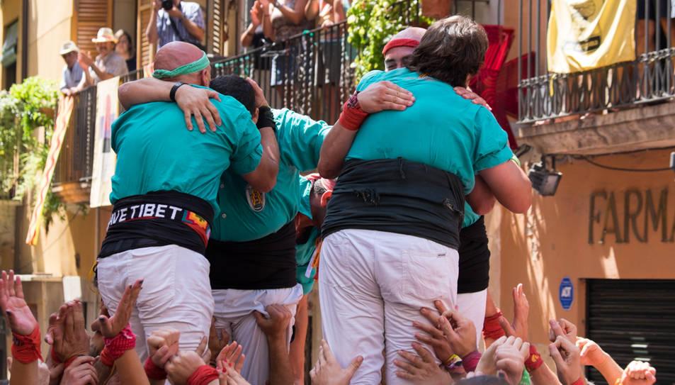 Celebració dels Castellers de Sant Pere i Sant Pau després de descarregar el 4de8.