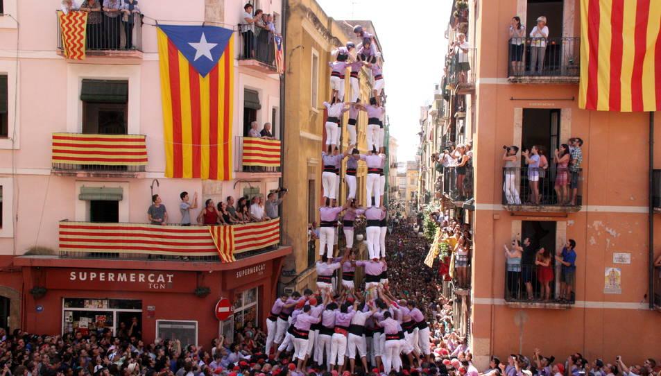 5de9 amb folre de la Colla Jove de Tarragona.