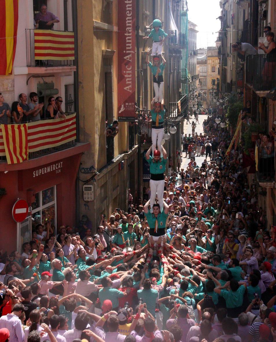 Pilar de 6 dels Castellers de Sant Pere i Sant Pau.