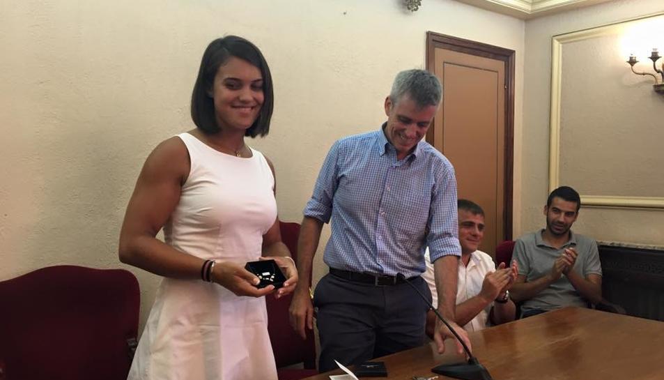 L'ajuntament d'Amposta rep la remera Aina Cid després de l'obtenció d'un diploma olímpic