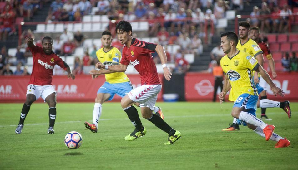 Daisuke Suzuki, durant el partit del passat diumenge, contra l'Albacete, al Nou Estadi.