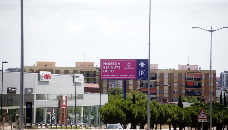 Parc Riu Clar duu a la Fiscalia la polèmica tanca publicitària de 17 metres