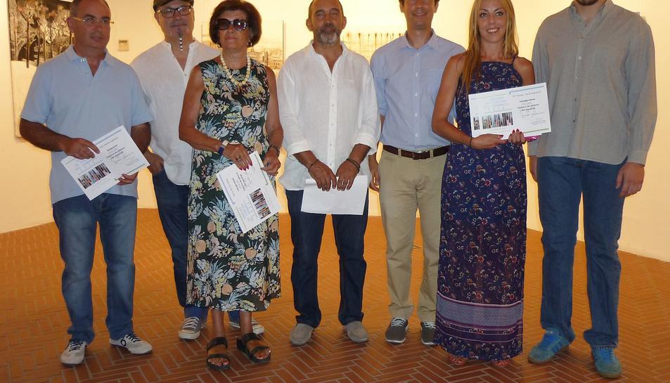 Els guanyadors amb els representants del certamen.
