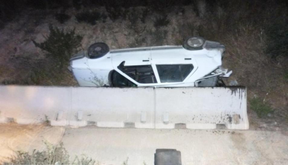 Un camioner drogat fa bolcar un cotxe quan conduïa sense carnet