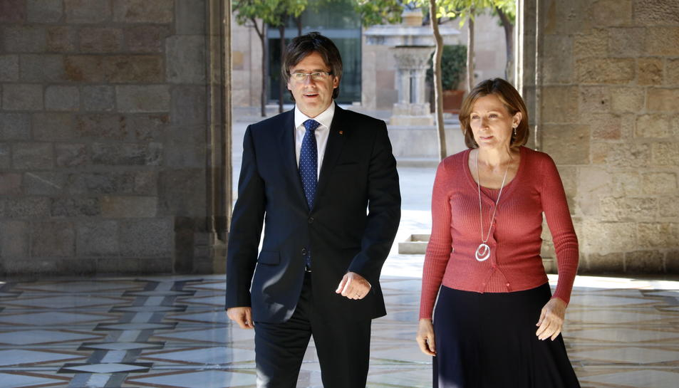 Imatge d'arxiu de Carme Forcadell amb Carles Puigdemont.