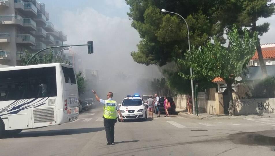 El fum creat per l'incendi de l'autobús.