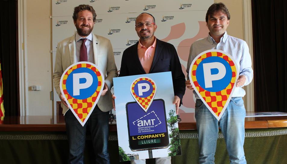 El conseller d'Estratègies de Ciutat, Alejandro Fernández, i el president d'Aparcaments Municipals de Tarragona (AMT), Josep Acero.