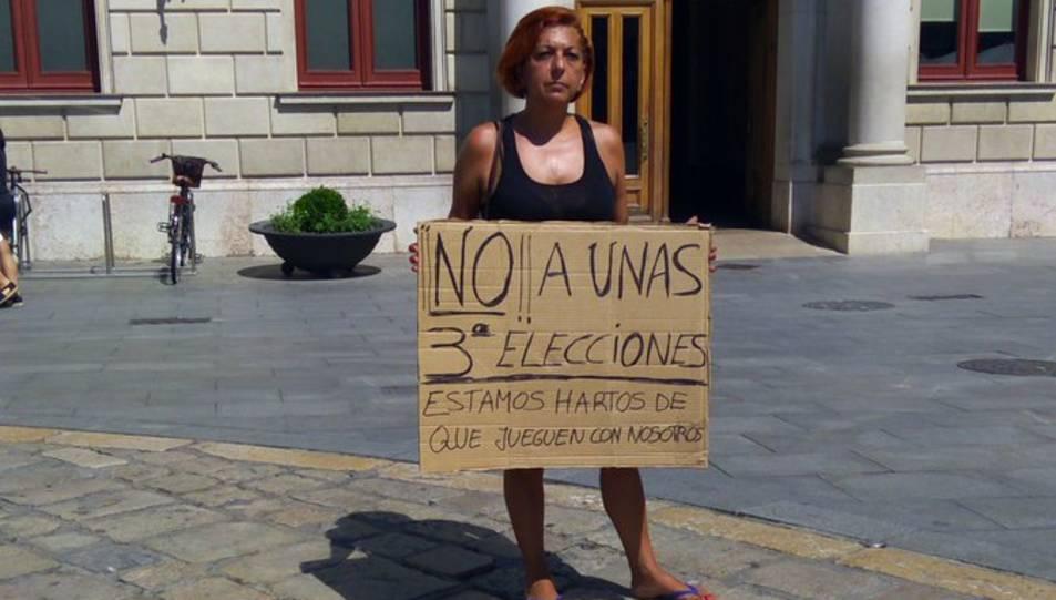 Protesta sola i de forma clàssica contra unes terceres eleccions a Reus