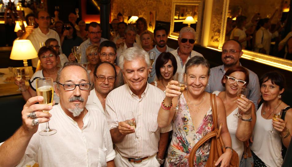 Imatge de la inauguració de l'exposició de Jordi Ferré (a l'esquerra)