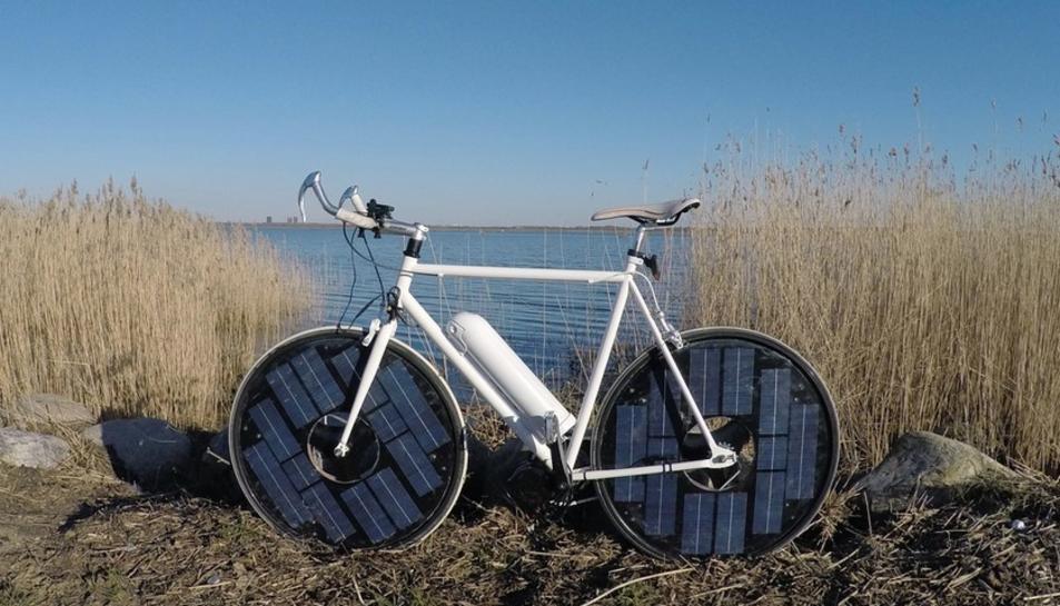 Una Bicicleta elèctrica que es nodreix d'energia solar