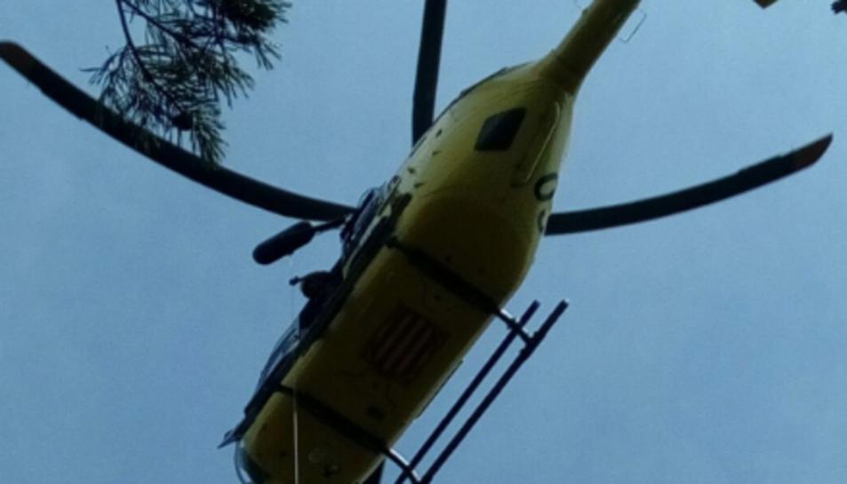 Un helicòpter rescata a una dona als avencs de La Febró