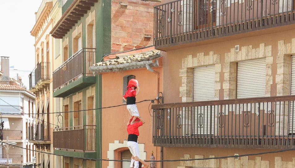 4de8 amb el pilar dels Nens del Vendrell a la diada de Santa Rosalia de Torredembarra.